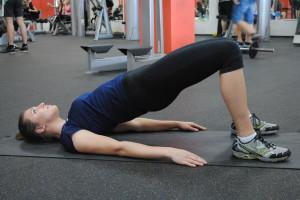 упражнение плечевой мост